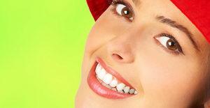 Красивые зубы у девушки