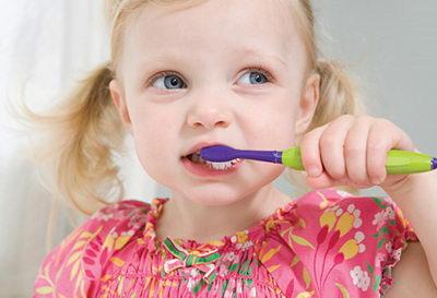 Правильная чистка, если зуб шатается