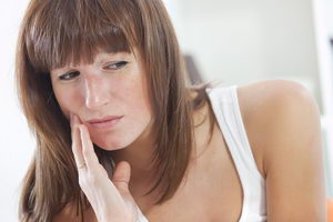 Больно ли носить брекеты на зубах?