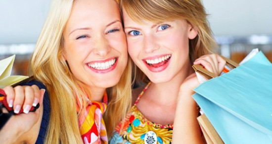 Красивая улыбка девушек