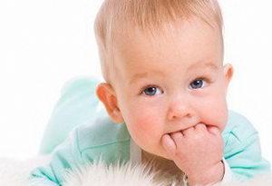 Что делать, когда режутся зубки у грудничков, как успокоить ребенка?