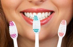Как выбрать зубную щетку: параметры, виды средств чистки