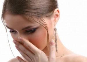 Почему неприятный запах изо рта: причины