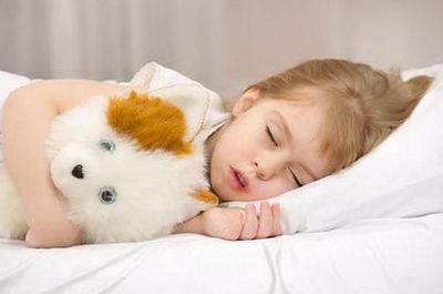 Что предпринять, если зубами ребенок скрипит во сне