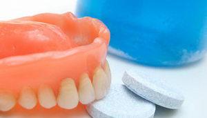 Таблетки для чистки зубных протезов: применение, состав, производители