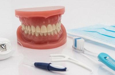 Уход за зубными съемными протезами на присосках