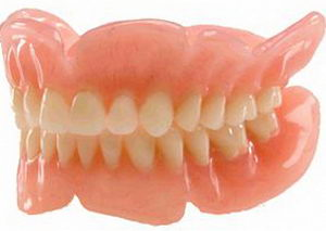 Зубные протезы на присосках: преимущества, показания, уход, срок службы, цена