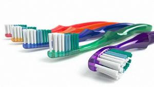 Какую зубную щетку выбрать? Критерии выбора