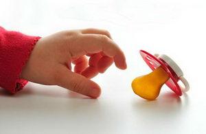 За и против детской пустышки
